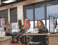 waiting for glasses......2018-04-26 (wintersoul1) Tags: people waiting city