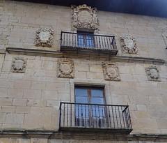 Escudos fachada Universidad o Monasterio nuevo de Irache o Iratxe Navarra 01 (Rafael Gomez - http://micamara.es) Tags: escudos fachada universidad o monasterio nuevo de irache iratxe navarra