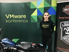 Hostesa na VMware konferenci. www.agencija22.si www.diss.si www.planetgv.si