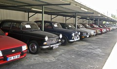 Classics as far you can see... (ClassicsOnTheStreet) Tags: autorujo oldtimergarage classiccars garage oldtimerhandel trader 6693bg ford escort fordescort do3628 peugeot 404 peugeot404 1974 op7149 403 peugeot403 1959 bmw 520i e28 bmw520 bmwe28 1986 renault r12 renaultr12 1982 volvo 144 volvo144 1973 104 peugeot104 1977 50s 1950s 60s 1960s 70s 1970s 80s 1980s classic classiccar oldtimer klassieker classico veteran gespot spotted carspot bragança castrodeavelãs avenidadevinhais n103 portugal 2017 straatfoto streetphoto straatbeeld strassenszene classicsonthestreet