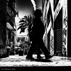 Passeggiando (alessandrochiolo) Tags: lucieombre biancoenero blackandwhite streetphotography streetphotographer street