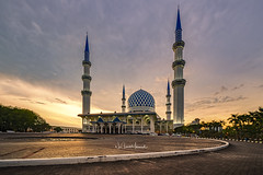 Sunset at Sultan Salahuddin Abdul Aziz Shah Mosque, Shah Alam. March 2018 (Nur Ismail Photography) Tags: sky landmark architecture building mosque malaysia religion religious muslim islamic blue asia dome sunset culture travel shah alam landscape islam worship minaret tourism masjid holy beautiful sunrise exterior asian selangor city background tower faith ramadan urban view famous nature sultan abdul salahuddin sun aziz monument morning traditional structure cityscape east