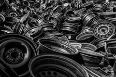 Schwarz ist bunt genug (michael_hamburg69) Tags: norderstedt germany deutschland schleswigholstein autorecycling schrott kfz auto car schrottplatz scrapyard wreckingyard junkyard rim felge felgen rims autofelgen