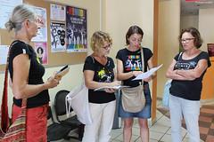 Komidi 2018 : l'accueil du public (philippeguillot21) Tags: festival theatre komidi réunion france outremer saintpierre lucetlangenier accueil pixelistes dame lady femme woman canon