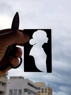 ️✂️ Em Processo  #felipemaranhao #recortedepapel  #arteempapel  #handpapercut  #papercut  #silhouettes  #silhouetteportrait  #silhuetasdepapel  #vintage  #scissors  #handmade  #kiriê  #kirigami