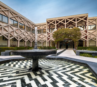 Shia, Ismaili Center, courtyard#1