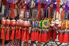 Souvenir (eliseteshiraishi) Tags: gifts japan taitoku temploasakusakannon toquio colorful daytime japanculture japanesestyle japão postcard souvenir templobudista travel taitōku tōkyōto loja lembrancinhas presentes asakusa lembranças nenhumapessoa tradição interessehistórico artesanato market viagem cultura lugardeviagem centrodetóquio templosensoji decoraçãoo tóquiocapital