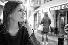 (Roberto Spagnoli) Tags: girl fotografiadistrada streetphotography biancoenero blackandwhite monocromo portrait closeup fujix100t ritratto beauty