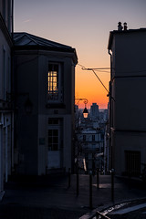 Hello (sdupimages) Tags: lumière light lowkey matin morning levédesoleil cityscape montmartre paris street rue sunrise soleil sun sunlight shadow ombre