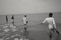 🎏 fishing (borneirana) Tags: fisherman fishing pescador travelphotography trabajo oficios colombia rodadero playa praia beach