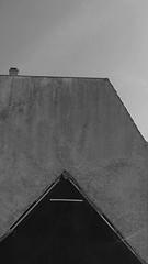 titellos (milchschäfer3) Tags: sichtbarkeit surreal surrealism ästhetik art abstrakt brandwand hausgiebel monochrome monochrom schwarz weiss weis black white husum