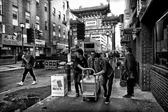 China town Philly (Le Xuan-Cung) Tags: chinatown philadelphia pennsylvania usa streetphotography bigcity citylife sw bw nb blackandwhite noiretblanc afternoon menatwork streetlife streetshots streetscene livinginphiladelphia livinginusa