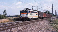 A short freight from Basel Muttenz Yard-Mulhouse passes Sierentz, Alsace, behind SNCF 20211 on 29July1999 (mikul44171) Tags: 20211 bitension 420211 muttenz alsace 29july1999 hautrhin sierentz