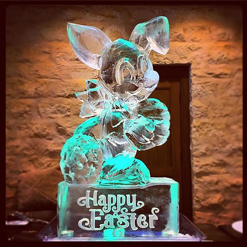 Happy Easter! #fullspectrumice #thinkoutsidetheblocks #brrriliant #easter #easterbunny #icesculpture #holiday @austincountryclubtx - Full Spectrum Ice Sculpture