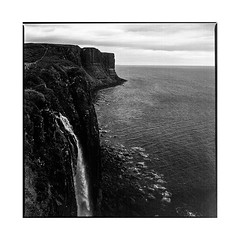 more water! • kilt rock, scotland • 2017 (lem's) Tags: water fall ocean chute deau cliffs falaises skys isle island ile alba ecosse scotland zenza bronica