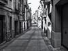 2525  Una calle de la Espluga de Francolí, Tarragona (Ricard Gabarrús) Tags: calle via avenida rue street carrer blancoynegro perpectiva ricardgabarrus olympus callejuela ricgaba
