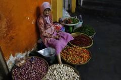 """INDONESIEN, Java, Auf dem Gewürzmarkt in Yogyakarta, 17329/9873 (roba66) Tags: reisen travel explorevoyages urlaub visit roba66 asien südostasien asia eartasia """"southeastasia"""" indonesien indonesia """"republikindonesien"""" """"republicofindonesia"""" indonesiearchipelago inselstaat java yogyakarta markt market gewürzmarkt obst"""