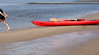 Helga legt los (Rosmarie Voegtli) Tags: rowing rudern water wasser eau aqua waves ripples red blue sand beach canoe tocanoe topaddle hamburg elbe lines vertical man