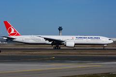 TC-JJT (Turkish Airlines) (Steelhead 2010) Tags: turkishairlines boeing b777 b777300er tcreg tcjjt yyz