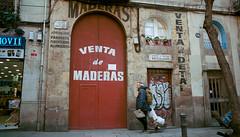Maderas (dACE :)) Tags: 28200mm 400iso architecture arquitectura barcelona calles carrers gent gente kodak mar minolta opticfilm8100 people portra raval scans street tamron