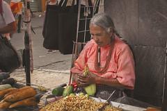 Esquites (Isaac Franco) Tags: lady esquites maiz corn grandma cdmx zocalo mexioc méxico people