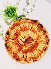 Vous prendrez bien une part ? C'est ma tournée ! (fourmi_7) Tags: goûter sucré gourmandise appétissant fruits désert pommes tarte