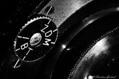 Circles (christian.grelard) Tags: macromondays circles camera vintage bw blackandwhite noiretblanc monochrome macro sigma sigma105mm