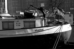 Marie (Von Noorden) Tags: noiretblanc einfarbig wand black white blackandwhite bw sw schwarzweiss topv germany schwarz weiss weis schwarzweis shade monochrome plain lübeck travemünde museum hafen habour ship boeat boot schatten rust rusty river untertrave obertrave fregatte norden exspired city neustadt urban unesco spring rope ropes