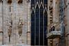 Su e giù (Colombaie) Tags: milano lombardia duomo gotico statue sculture vetrata ponteggi ascensore operaio uomo maschio salire restauri scendere