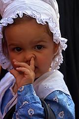 Portrait bravade Fréjus France_9051 (ichauvel) Tags: bravadedefréjus tradition portrait petitefille littlegirl expression attitude fréjus france var provencealpescôtedazur jour day exterieur outside costume avril april printemps spring fabuleuse