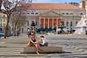 Lisbon / Teatro National D. Maria II / Praça Dom Pedro IV (Pantchoa) Tags: lisbonne portugal place teatronationaldmariaii praçadompedroiv gens femme fille assise architecture colonnes chapiteau jacaranda arbres fleurs violet rossio fontaine blonde