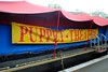 Puppet Theatre (zawtowers) Tags: jubilee greenway section 2 walk saturday 28th april 2018 cloudy damp littlevenicetocamdenlock regents canal amble stroll walking exploring london urban puppet theatre barge boat marionette family friendly