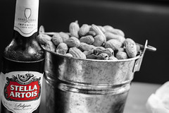 Stella Artois (F051) Tags: stella artois beer drink alcohol peanuts bucket texasroadhouse bnw blackandwhite colorsplash nikon d100 50mm 18 nikkor blancoynegro cerveza cacahuates comida