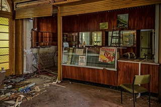 the coffee shop is open - explored 04/01/2018