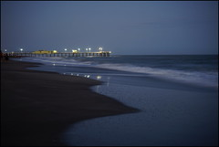 Pinamar de noche (mavricich) Tags: calle street pinamar playa arena noche luces luz light muelle vacaciones argentina atlántico oceano
