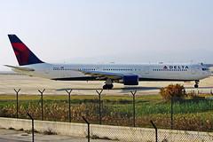 N833MH 767-432(ER) Delta  Barcelona-El Prat 21-12-15 (Antonio Doblado) Tags: n833mh boeing b767 767 delta barcelona elprat aviación aviation aircraft airplane airliner