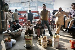 Waiting for a job on Chandi Chowk (Iam Marjon Bleeker) Tags: india delhi newdelhi chandichowk olddelhi dag3md0c6894g waitingforajob