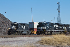 Swapping Stories (tim_1522) Tags: railroad railfanning rail missouri mo norfolksouthern ns stlouisdistrict emd sd70acu sd70 sd402 intermodal manifestfreight lutheryard