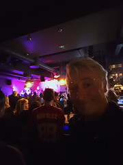 Winnipeg Bar Selfie (Bracus Triticum) Tags: winnipeg bar selfie people ウィニペグ マニトバ州 manitoba canada カナダ 12月 december winter 2017 平成29年 じゅうにがつ 十二月 jūnigatsu 師走 shiwasu priestsrun