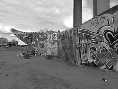 Graffitiväggen Draken i Röda sten i Göteborg 27 april 2018 (biketommy999) Tags: rödasten göteborg sverige sweden biketommy biketommy999 2018 svartvitt blackandwhite konst art text