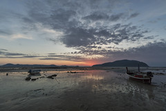Low tide (Thomas Mulchi) Tags: 2018 phuketisland thailand island phuket dawn sunrise daybreak sea sand sky clouds boat boats longtailboat sun lowtide tambonrawai changwatphuket th