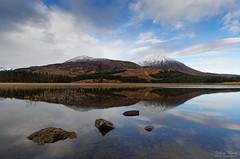 Loch Cill Chriosd Reflection (Johan Konz) Tags: lake water mountain blue sky white clouds reflection lochcillchriosd isleofskye scotland landscape waterscape outdoor rock stone reed serene snow