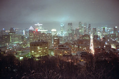 (ニノ Nino) Tags: kodak farbwelt 200 night montreal canada mont royal city cityscape winter snow quebec olympus mju ii mjuii