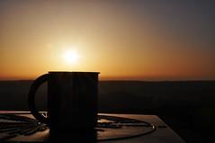 Kaffee zum Frühstück - und die Sonne geht auf (Uli He - Fotofee) Tags: ulrike ulrikehe uli ulihe ulrikehergert hergert fotofee nikon nikond90 frühling april sonnenaufgang milseburg kunstmeile bubenbadersteine bubenbad naturschutzgebiet kapelle kirche bäume sonne mond drohne familie spaziergang wanderung morgenspaziergang frühlingsspaziergang fleur sheltie shetlandsheepdog hund steine felsen berge vulkan vulkane rhön panorama licht dämmerung morgenlicht kaffee grotte aufstieg abstieg weitblick aussicht frühlingserwachen schattenspiele schatten und teich sage maulkuppe stellberg pause frühstücksause wegweiser kunst internet hand menschen personen portrait baum baumriesen molche molch teichmmolch frosch quak quelle quellgebiet