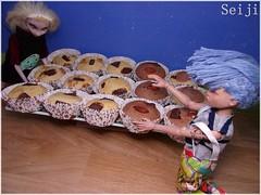 A difficult choice (Seiji-Univers) Tags: seiji seijiunivers bjd doll poupée balljointeddoll tan ebony mileli french artist yuki yosd catfish princess frozen disney disneydoll repaint ooak blonde cake muffin vegan veg veggie healthy sweet gâteaux gateau noix pécan chocolate chocolat marbré amande almond nut greedy food jocelyn cara elsa reine homecooking cooking home nuts pecan chips jyuki