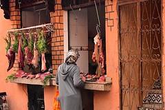Marocco- Marrakech (venturidonatella) Tags: marocco morocco africa marrakech street strada streetscene streetlife macellaio people persone colori colors gentes nikon nikond500 d500 carne butcher meat donna donne woman women