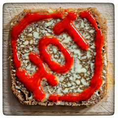 Stop! Hot! (Silke Klimesch) Tags: macromonday condiment hmm mm happymacromonday 7dwf anythinggoestheme hot sriracha chilisauce hotsauce mayonnaise bread squareformat 11 frame naturallight daylight availablelight wood cuttingboard red white brot maioneză pâine maionesa pane mayonesa pan pão mayonez μαγιονέζα майонез 蛋黄酱 macro closeup bokeh makro makrofotografie nahaufnahme olympus omd em5 mzuikodigitaled60mm128macro microfourthirds on1photoraw2018 nik analogefex