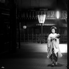 Kyoto by Night (Greg Tokyo) Tags: kyoto 6d canon japan geisha maiko gion 祇園 京都 芸者 舞妓 2018 gregjapan gr black bw monochrome