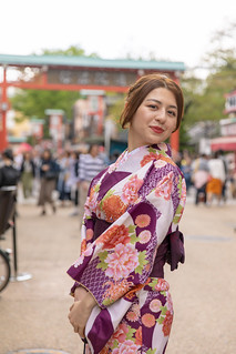 Portrait of young woman in kimono in traditional Japanese town