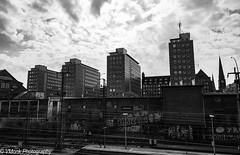 skyline (vmonk65) Tags: nikon nikond810 bw blackwhite blackandwhite hamburg himmel sky city stadt gebäude buildings architecture stadtlandschaft cityscape cityhofhamburg